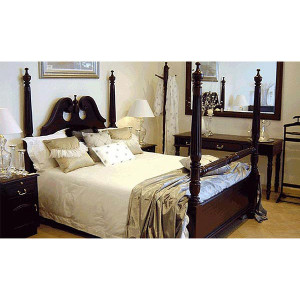 M&F_Four-Poster-Bed-1